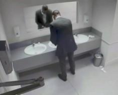 hombre y espejo - portada